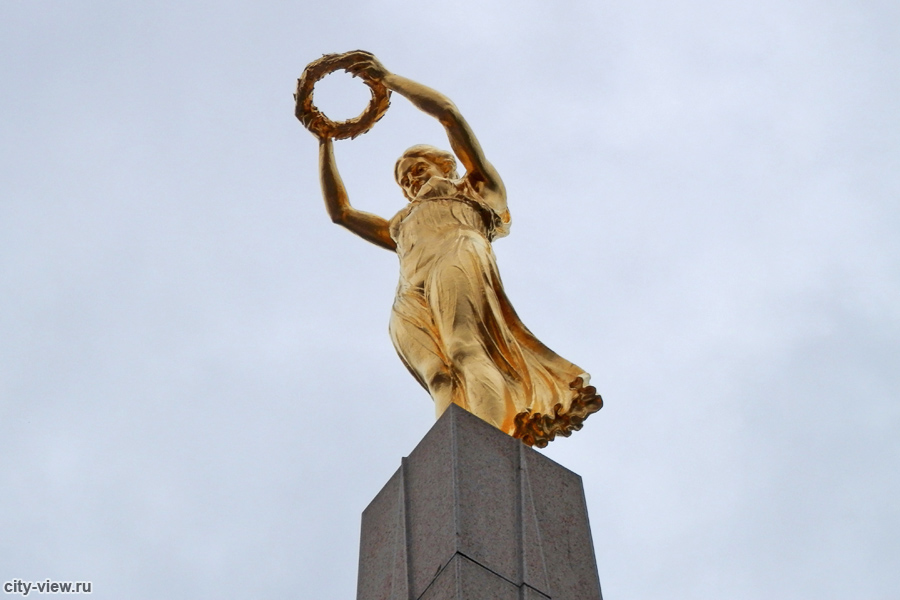 Золотая фрау в Люксембурге  подробная информация с фото